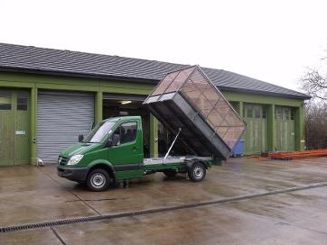 7.5 ton cage tipper with side bin lifts